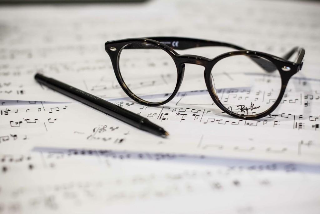 photo-1453906971074-ce568cccbc63 black specs pen & music score